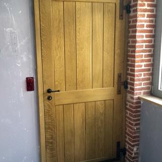 Porte type atelier en chêne vieilli sur gonds